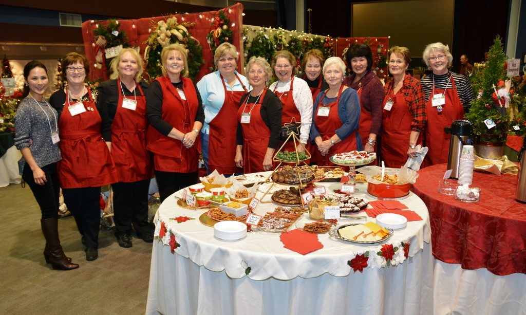 Rochester Garden Club volunteers for Greens Market - photo by Michael Dwyer